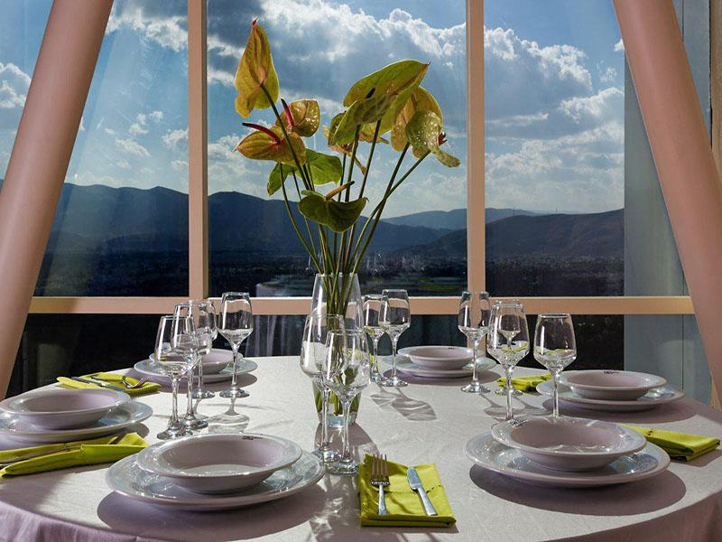 restaurant of Chamran Hotel Shiraz with perfect view